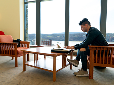 Photo of student using laptop in the library